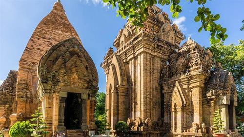 Du lịch Nha Trang tham quan tháp bà Ponaga